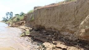 Sạt lở đất nghiêm trọng đe doạ cuộc sống của người dân Quảng Nam