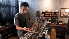 Mô hình cầu Long Biên y như thật của 8X ở Đà Lạt chưa từng đến Hà Nội
