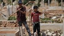 Những đứa trẻ đào mộ ở mảnh đất chết chóc, nguy hiểm nhất hành tinh