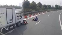 Xe tải vào cua ẩu, nam thanh niên đi xe máy thoát chết may mắn