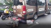 Xe khách 16 chỗ lùi bắt khách, tông trúng một người đi xe máy