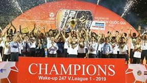 Khoảnh khắc Văn Quyết, Quang Hải vỡ òa nâng cúp vô địch V-League 2019
