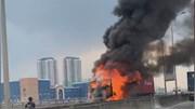 Xe container bất ngờ bốc cháy ngùn ngụt trên cao tốc Long Thành-Dầu Giây