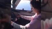 Phi công 'nhường' người đẹp lái máy bay gây chấn động