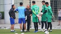 Trước trận gặp UAE: HLV Park trực tiếp thị phạm cho Văn Lâm và nhóm thủ môn