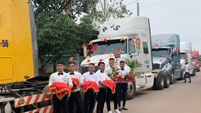 Màn rước dâu bằng 6 xe đầu kéo container ở Đồng Nai gây sốt