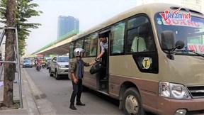 Xe khách chạy rùa bò, dừng đỗ 'làm loạn' đường Phạm Hùng