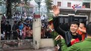 Học sinh đứng kín cổng toà xem phiên xử Khá 'Bảnh' và đồng bọn