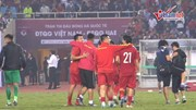 HLV Park và học trò ôm nhau ăn mừng khi thắng UAE, lên ngôi đầu bảng G