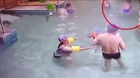Thảm kịch bé trai 9 tuổi chết đuối giữa bể bơi đông người