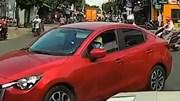 Nữ 'ninja' điều khiển ô tô gây va chạm khiến dân mạng dậy sóng
