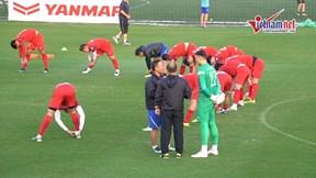 HLV Park dặn dò riêng từng học trò, nhất là hàng thủ trước trận Thái Lan