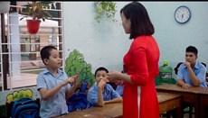 Giáo viên trẻ gieo con chữ cho trẻ khuyết tật, chậm phát triển, tự kỷ