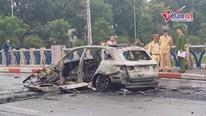 Hà Nội: Xe Mercedes bị thiêu rụi, người phụ nữ bị cuốn vào gầm tử vong