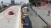 Vào cua tốc độ cao, ô tô rơi từ cầu vượt trúng điểm dừng xe buýt đông người
