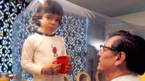 'Cậu bé bong bóng' chưa bao giờ chạm vào thế giới bên ngoài