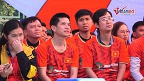 CĐV thẫn thờ sau 2 bàn thua chóng vánh của U22 Việt Nam