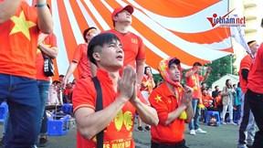 360 độ cảm xúc CĐV Việt Nam theo quả penalty của Tấn Sinh, Tiến Linh