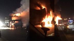 Người lái xe máy chết cháy sau khi đâm vào xe tải trên cao tốc