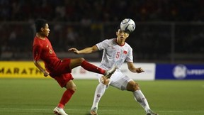 Văn Hậu chia sẻ sau trận thắng, xin lỗi cầu thủ Indo ngồi xe lăn nhận HCB