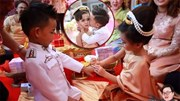 Vén màn bí ẩn sau đám cưới của những cặp  song sinh cùng cha mẹ ở Thái Lan