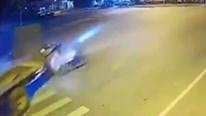Nam thanh niên phóng xe tốc độ cao đâm thẳng vào xe công nông