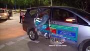 Tông ngang sườn ô tô,  nam thanh niên lọt qua cửa xe chết thảm