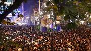 Biển người 'bao vây' Nhà thờ Lớn Hà Nội trong đêm Giáng sinh