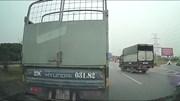 Đi quá lối rẽ, xe tải lùi trên cao tốc còn ép xe sau lùi theo