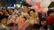 Duy Mạnh cầu hôn bạn gái ngọt ngào giữa phố đi bộ Nguyễn Huệ