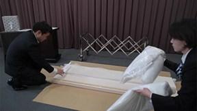 Xu hướng mới tại Nhật Bản: Tự lắp ghép quan tài cho chính mình