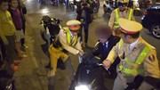 Người đàn ông say xỉn chống đội CSGT bị phạt 7 triệu đồng, tước GPLX 2 năm