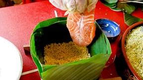 Bánh chưng nhân cá hồi Na Uy giá gần 600 ngàn/cặp đắt khách ngày cận Tết