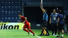 Bố mẹ cầu thủ Đình Trọng: Con vào sân gặp Jordan thì lo nhiều hơn mừng