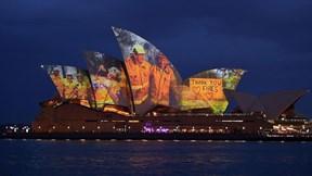 Cháy rừng ở Úc:  Cách nhà hát Opera Sydney tôn vinh người lính cứu hỏa