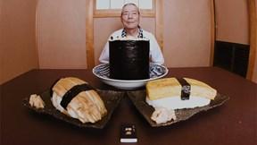 Khám phá nhà hàng nổi tiếng với món sushi siêu to khổng lồ