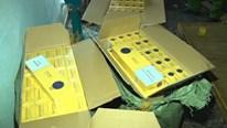 Bắt 15.000 bao thuốc lá lậu trong ngôi nhà không người ở Hà Nội