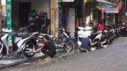 'Phố rửa xe' ở Hà Nội tấp nập khách từ sáng đến tối 29 Tết