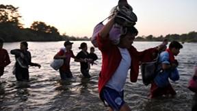 800 người di cư từ Trung Mỹ tới Hoa Kỳ bị bắt giữ tại Mexico