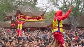 Trai tráng chung vai rước pháo khổng lồ làng Đồng Kỵ mùng 4 Tết