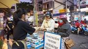 Phát, tặng khẩu trang miễn phí phòng dịch corona ở Đà Nẵng