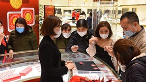 Người dân đổ xô mua vàng ngày Vía Thần Tài sớm vì sợ virus corona
