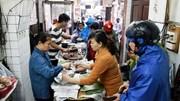 Tiệm heo quay bán 200kg thịt ngày Thần Tài, khách xếp hàng dài chờ mua