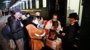 Khách Trung Quốc lên tàu liên vận về nước sau đợt du lịch, làm việc