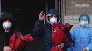Đại dịch corona ở TQ: Hơn 900 người hồi phục, tươi cười xuất viện