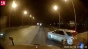 Xe container tông trúng ô tô 7 chỗ sang đường quá ẩu