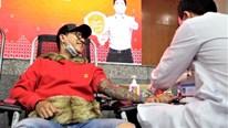 Ca sĩ Tuấn Hưng đi hiến máu giữa dịch virus corona