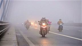 Phố Hà Nội lại chìm trong sương mù dày đặc
