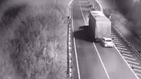 Xe tải kéo lê ô tô 3 km trên cao tốc sau va chạm