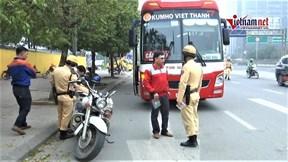 Chạy xe 'rùa bò' bắt khách bị xử lý, tài xế đổ tội cho Covid- 19